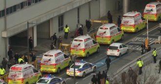Coronavirus, a Seul arriva un volo da Wuhan con 360 sudcoreani rimpatriati: una colonna di ambulanze aspetta i passeggeri