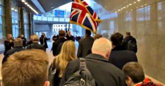 Brexit, l'addio degli eurodeputati inglesi: via dal Parlamento Ue al suono delle cornamuse