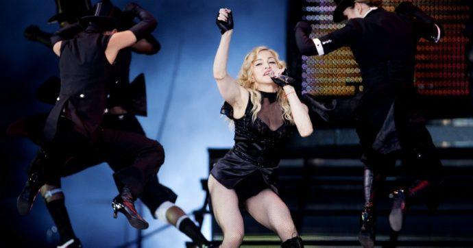 """Madonna, la popstar torna in tour e sciocca il pubblico: """"Non sono mai stata con un uomo che ce lo aveva piccolo…"""""""