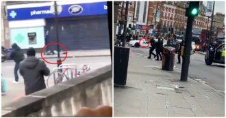 Londra, l'assalitore a terra colpito dalla polizia e gli agenti in azione con la pistola in mano
