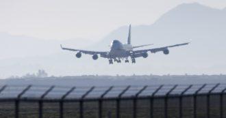 Coronavirus, partito l'aereo per il rimpatrio degli italiani: a bordo anche il viceministro della Salute Pierpaolo Sileri