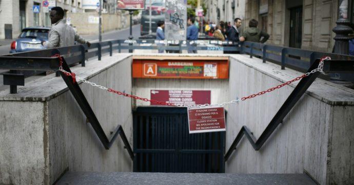 """Metro Roma, dopo un anno riapre la fermata Barberini, ma solo in uscita. La sindaca Raggi: """"Troppo tempo, ma la sicurezza viene prima"""""""
