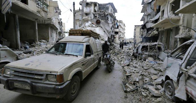 """Siria, Assad ed Erdogan si fanno la guerra a Idlib: raid di Damasco e risposta di Ankara. """"Decine di soldati morti"""""""