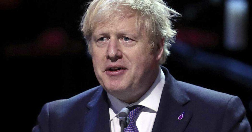 """Coronavirus, Boris Johnson ordina il lockdown nel Regno Unito. Afp: """"10mila morti in Europa"""". In Spagna oltre 2.100 vittime: vicepremier ricoverata per infezione respiratoria"""