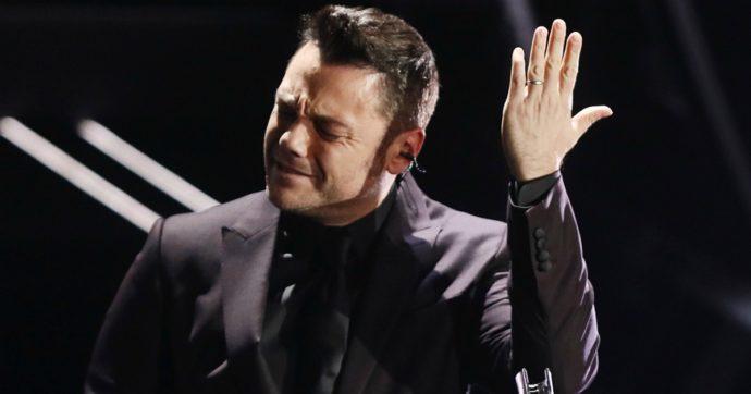 """Sanremo 2020, il messaggio nella notte di Tiziano Ferro dopo le stonature e le lacrime sul palco: """"E ci ho provato…"""""""