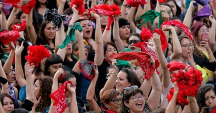 """Cile, mille donne creano il partito femminista: """"La nuova Costituzione ha bisogno della nostra etica"""""""