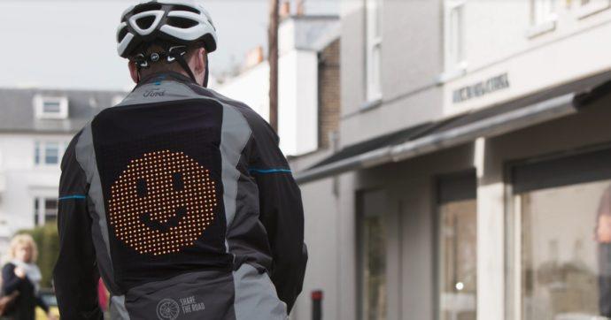 Ford Emoji Jacket, le faccine che aiutano i ciclisti a dialogare con gli automobilisti – VIDEO