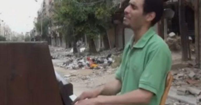 Sanremo 2020, sul palco con Elodie c'è Aeham Ahmad: ecco chi è il pianista siriano in fuga dalla guerra