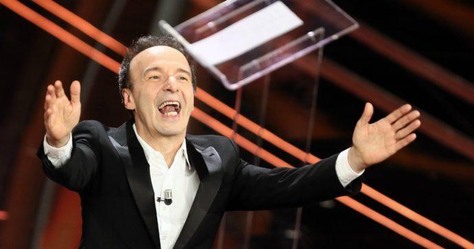 """Roberto Benigni, imbrattata di vernice rossa la statua dell'attore nel suo paese natale: """"Atto inqualificabile"""""""