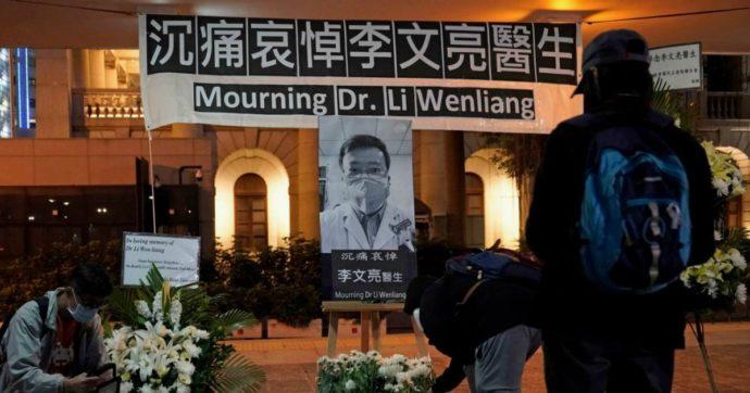 Coronavirus, indennizzo di 114mila dollari alla famiglia del medico cinese che lanciò allarme. Dopo la morte, protesta censurata sui social