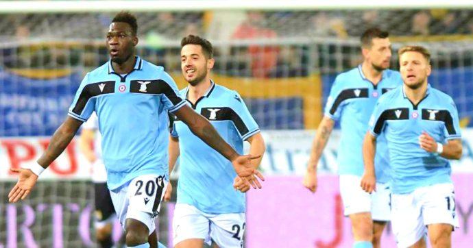 Serie A, tonfi di Juve e Napoli: Verona e Lecce le mandano ko. La Lazio stende il Parma: è a -1 dalla vetta. Genoa si rialza contro il Cagliari