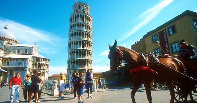 """Pisa, """"tangenti per sanare abusi edilizi e blitz della Municipale anticipati ai ristoratori"""": 9 indagati tra funzionari, vigili e imprenditori"""