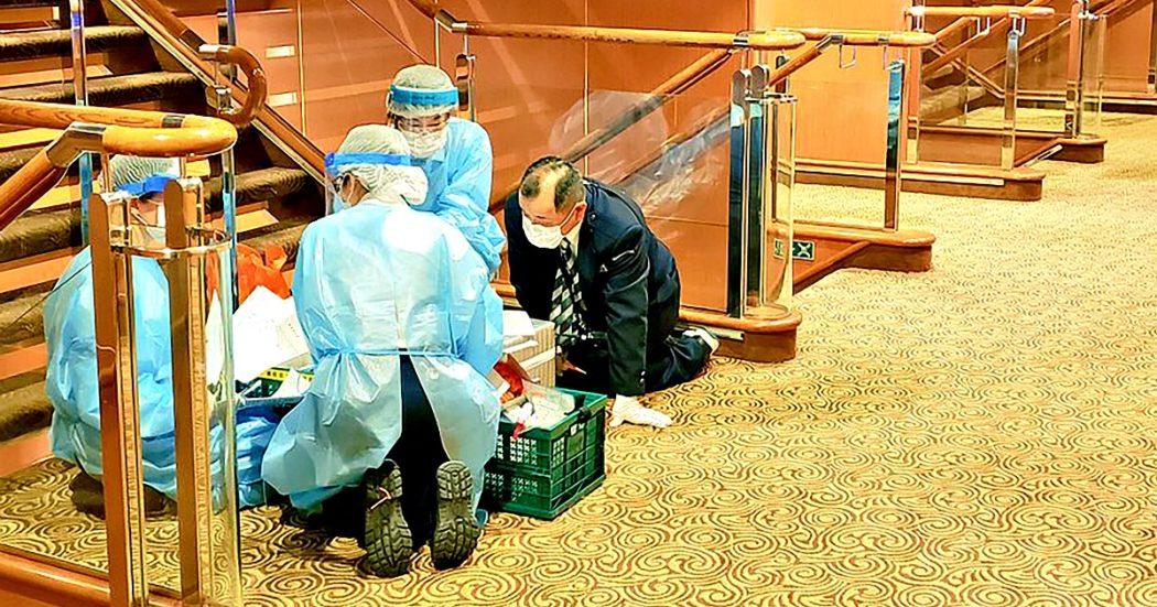 """Coronavirus, l'Oms sui contagi fuori dalla Cina: """"Solo punta iceberg"""". Pechino: """"No misure eccessive sui voli"""". Chigi: """"Priorità a tutela salute"""""""