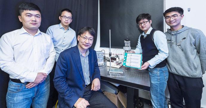 Energie rinnovabili: elettricità dalle gocce di pioggia, il rivoluzionario esperimento dell'Università di Hong Kong