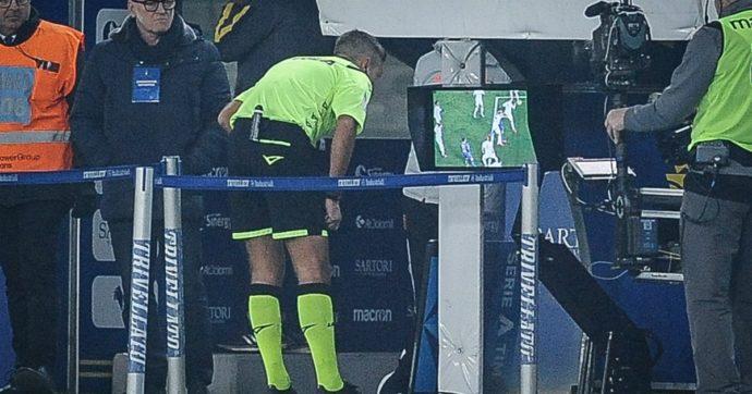 Var, l'Italia vuole sperimentare la moviola in campo a chiamata da parte delle squadre: lettera della Federazione alla Fifa