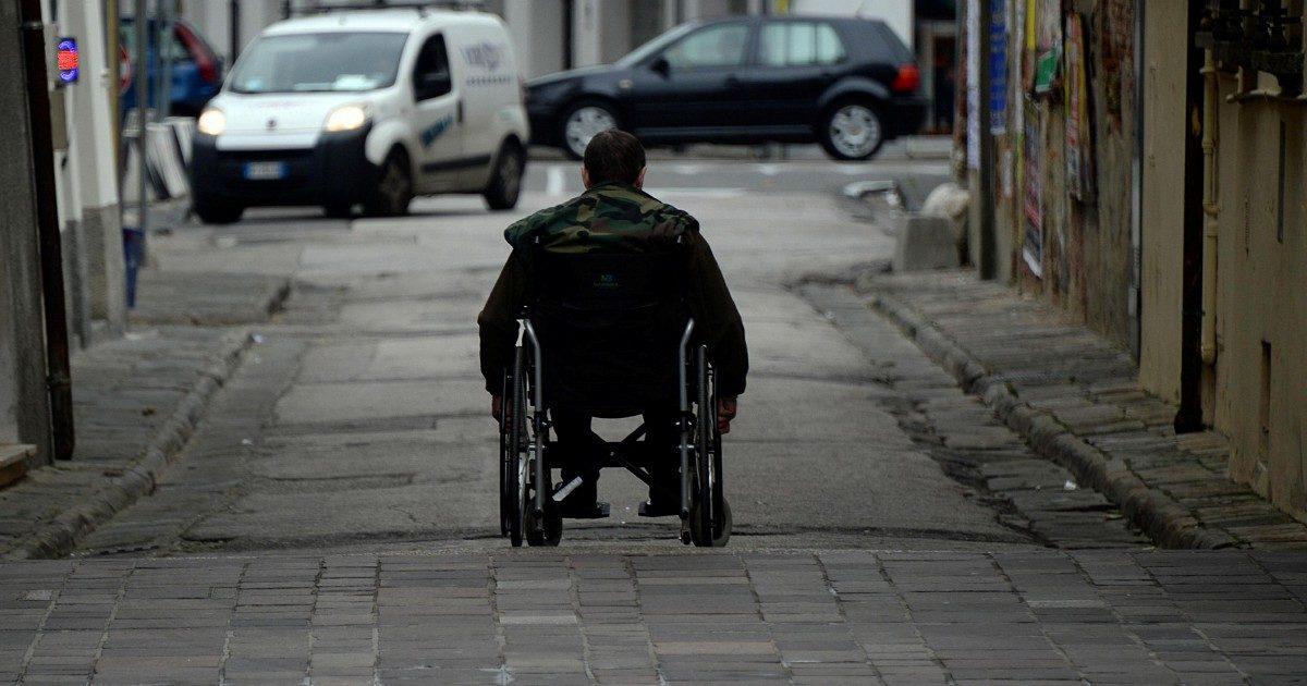 """Lazio, tagli ai fondi per disabili. La testimonianza: """"Senza assegno la mia famiglia torna nel baratro"""""""