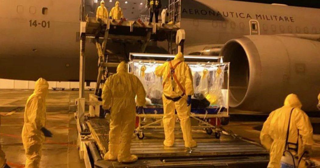 Coronavirus, contagio per uno straniero in Egitto: è il primo caso in Africa. Partito volo per il rimpatrio 17enne italiano bloccato a Wuhan