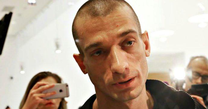 Parigi, fermato l'artista russo che ha diffuso video hot di Griveaux. Corsa contro il tempo di En Marche per trovare sostituto
