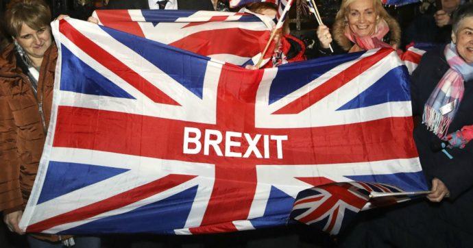 """Brexit, """"Un'ora in fila all'aeroporto, sono disgustato: non ho votato per questo"""": il tweet di un utente pro-leave diventa virale"""