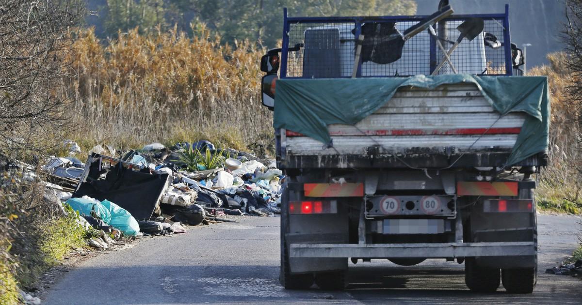 Rifiuti, come si smaltiscono in Italia? Lo spiega la Dia nel suo report sui traffici illeciti