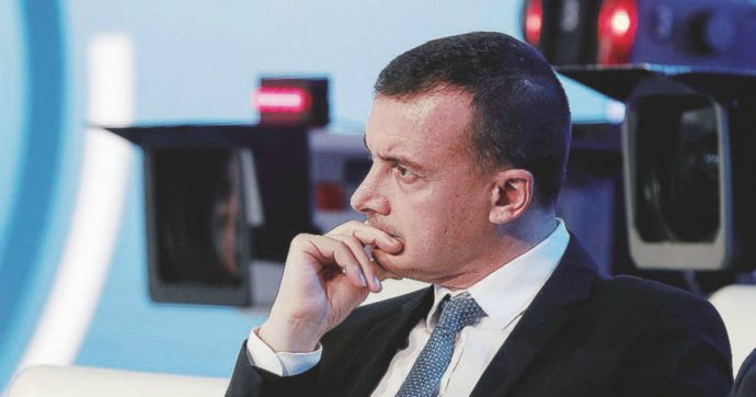 """Antiriciclaggio, """"il fidanzato di Rocco Casalino segnalato per operazioni sospette"""". La replica: """"Truffato dal trading online"""""""