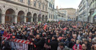 """Sardine a Roma: """"Siamo in 7mila. Le nostre piazze non sono riempite dai pullman"""". E chiedono a Conte di abolire i decreti Sicurezza"""