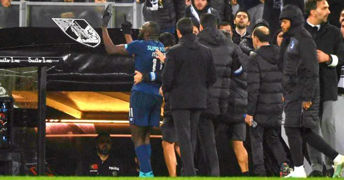 """Moussa Marega, il calciatore del Porto subisce insulti razzisti per tutto il match: segna e lascia il campo. """"Ho difeso il colore della mia pelle"""""""