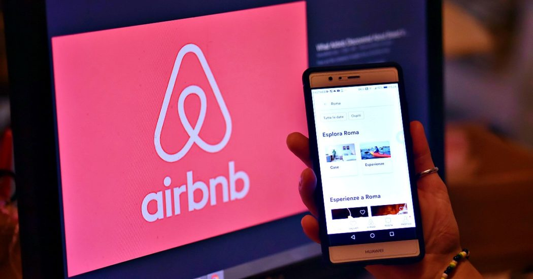 """Airbnb, da Bologna a Napoli gli affitti brevi """"sfrattano"""" famiglie e studenti. """"Il padrone di casa triplica il canone, andiamo in periferia"""""""