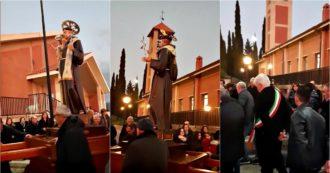 """Sicilia, contro la siccità sindaco e cittadini di Poggioreale in processione: """"Sant'Antonio mandaci la pioggia"""""""