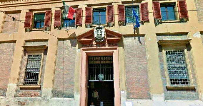 """Migranti, il tribunale di Modena: """"Sufficiente il 'patto di convivenza' per iscrivere all'anagrafe il partner anche senza permesso di soggiorno"""""""