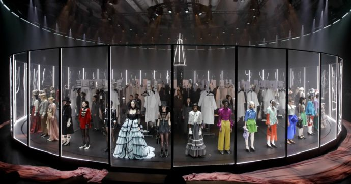 Gucci, dalle sfilate show agli abiti creati per Achille Lauro. Così Alessandro Michele ha trasformato il marchio in un messaggio