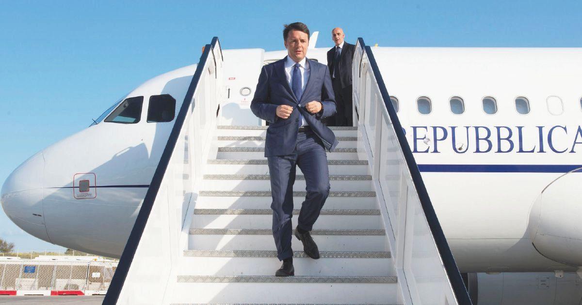 """Air Force Renzi, i pm indagano per truffa. Nelle carte la """"fretta"""" di Palazzo Chigi per l'aereo: """"Imminenti impegni del premier"""""""