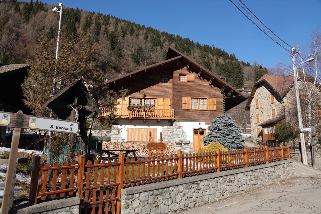 Via Bonicelli, che prende il nome da villa Bonicelli.