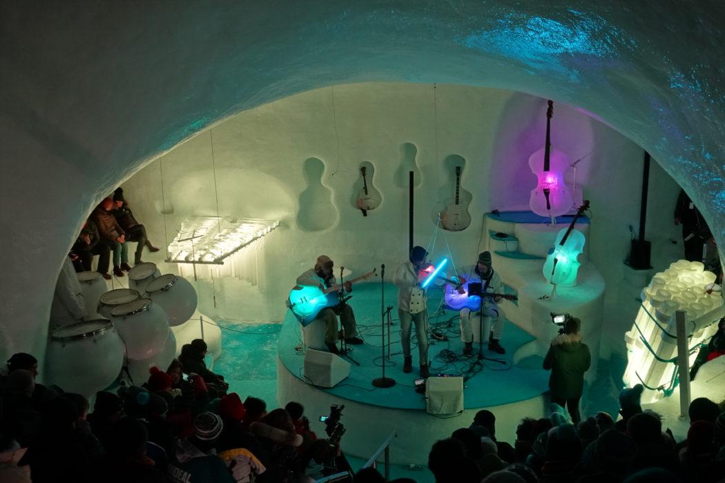 Il palco di ghiaccio dell'Ice Dome.