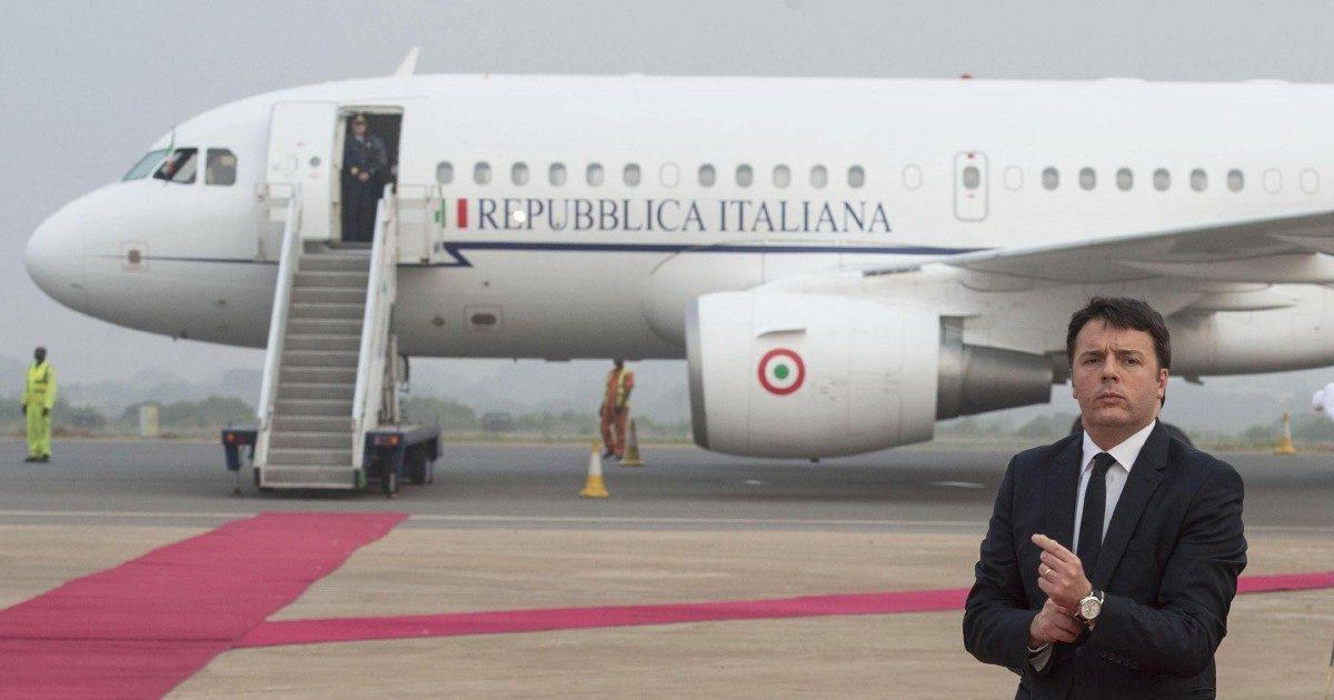 """Air Force Renzi, le carte della Guardia di Finanza: """"La partecipazione di Alitalia all'affare ha aumentato il costo per lo Stato"""""""