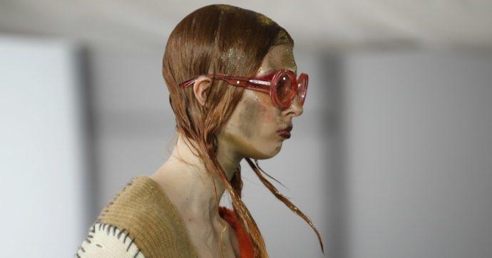 Milano Fashion Week si tinge di verde con lo show di Gilberto Calzolari. Ma la moda sta davvero diventando più green?