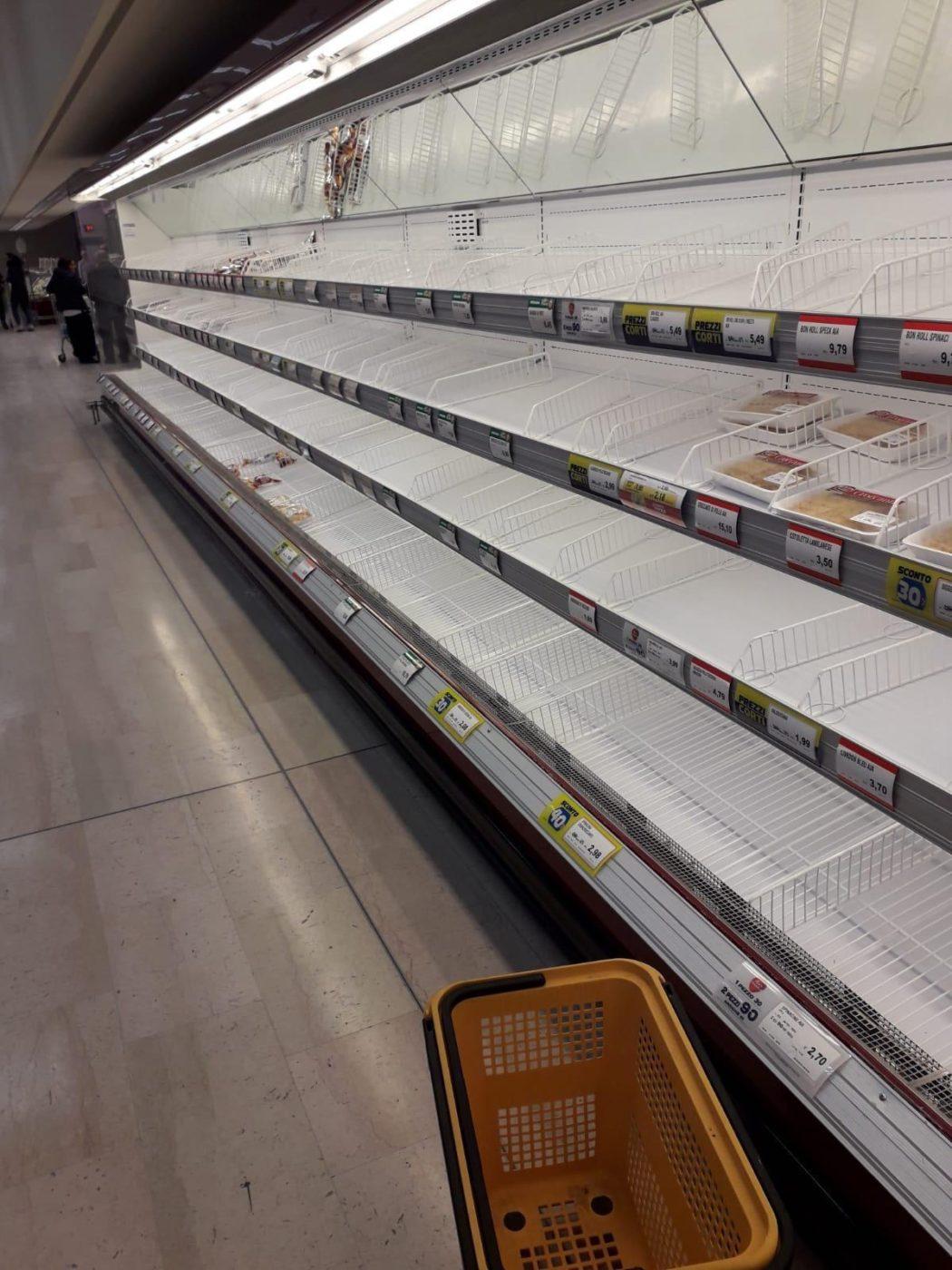 Coronavirus, supermercati presi d'assalto a Milano e nell ...