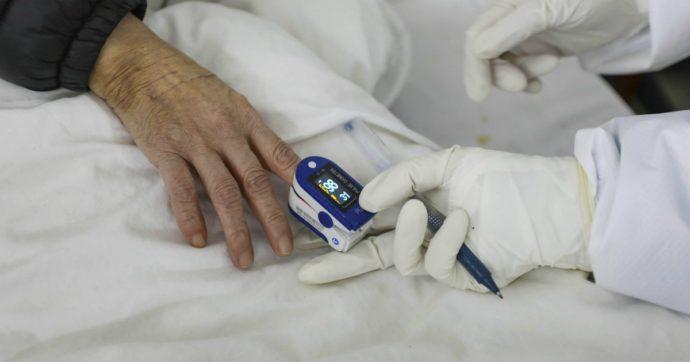 """Coronavirus, direttrice del laboratorio analisi dell'ospedale Sacco: """"Non è pandemia, l'influenza fa più morti. Mi sembra una follia"""""""