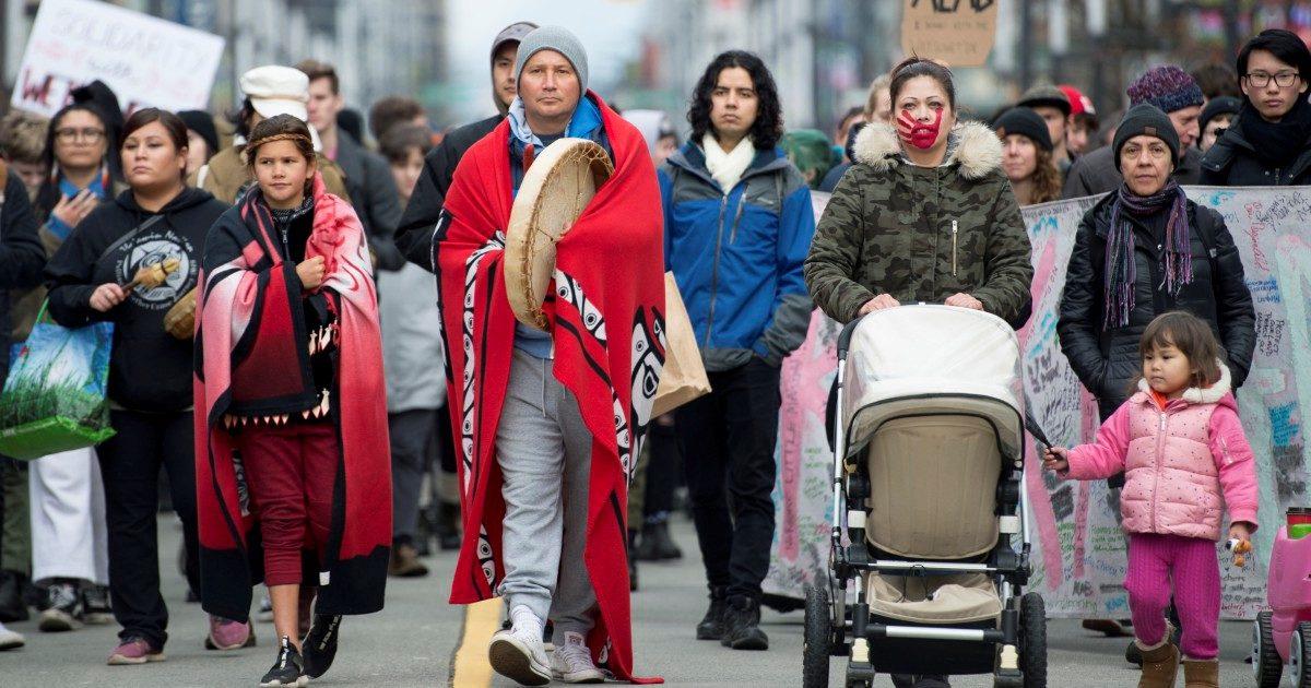 """Le tribù contro il gasdotto del """"generale"""" Trudeau"""