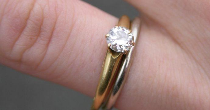 """Va a far stringere l'anello di fidanzamento da Tiffany ma scopre una verità imbarazzante: """"Ora non so se sposarlo"""""""