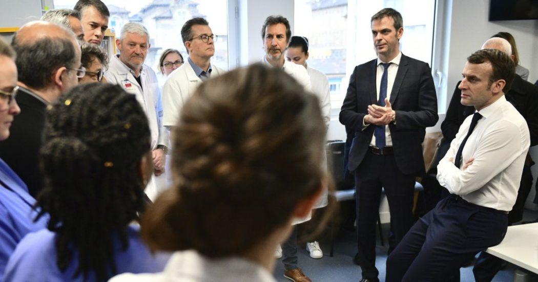 """Coronavirus, Von der Leyen: """"Dall'Ue in arrivo fondo da 25 miliardi"""". Macron: """"In Francia siamo solo all'inizio dell'epidemia"""". Grecia chiude scuole e università. A Wuhan chiusi tutti gli ospedali da campo"""