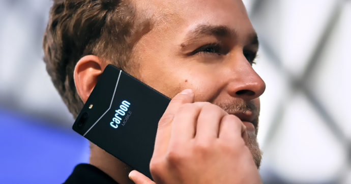 Carbon1 Mark II è il primo smartphone al mondo in fibra di carbonio, leggero e sottilissimo ma caro