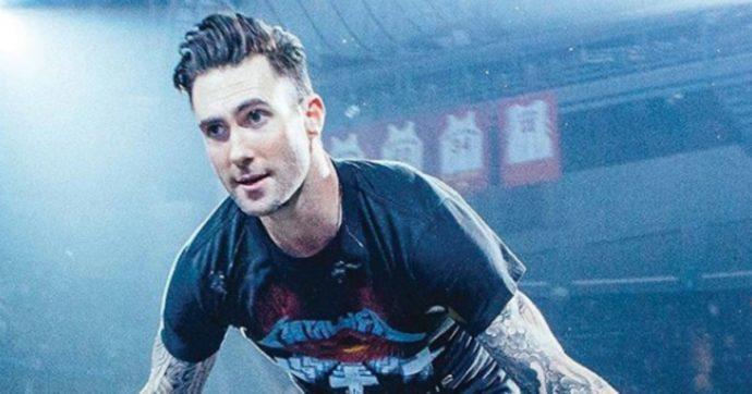 """Maroon 5, concerto disastroso al Festival Vina del Mar e Adam Levine si scusa: """"Ci sono stati problemi tecnici e non sono stato professionale"""""""