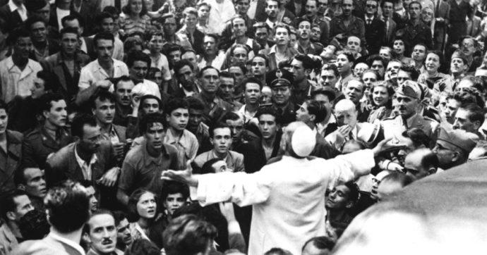 """Pio XII, è scontro sulle carte desecretate. Vaticano: """"Aiutò gli ebrei"""". Il rabbino di Roma: """"Non volle fermare treno con mille deportati"""""""