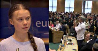 """Greta Thunberg al Parlamento europeo: """"Con legge sul clima avete dichiarato la resa"""". Standing ovation alla fine del discorso"""