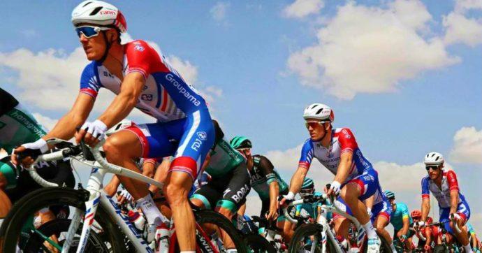Coronavirus, 8 contagiati durante il tour di ciclismo degli Emirati Arabi: anche 2 italiani. Corsa sospesa, quattro squadre in quarantena