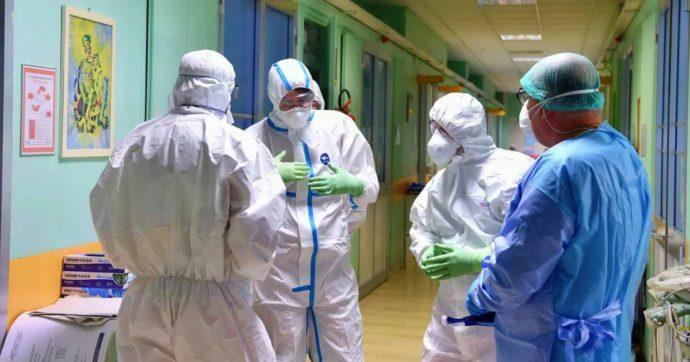 Coronavirus, lieve calo dei contagi: +1.365, ma con 20mila tamponi in meno. 4 morti. Salgono ancora i ricoveri