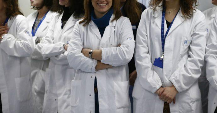 Dottoresse, ricercatrici e infermiere: le donne in prima linea contro il coronavirus e le petizioni per sostenerle