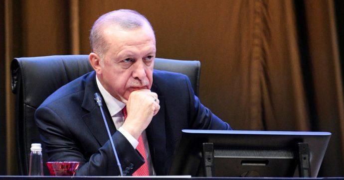 La Turchia riporta le navi nell'Egeo, allarme rosso in Grecia. Ma Erdogan deve fare i conti con un'economia al collasso