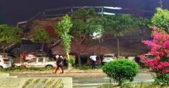 Coronavirus, crolla hotel a Quanzhou che ospitava contagiati in quarantena: 70 persone sotto le macerie, soccorritori al lavoro